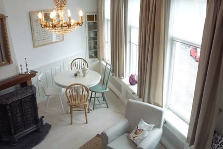 Groot appartement in centrum Hoorn - Wohnung