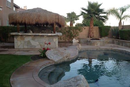 Detached Pool Front Casita - Indio - Bed & Breakfast