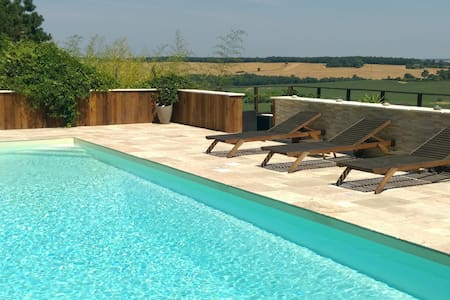 Maison et piscine coin de paradis!! - Hus