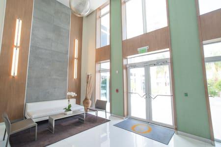 Amazing Ocean drive apartment # 404