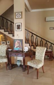 Private Room in villa with swimmingpool and garden - Apartament