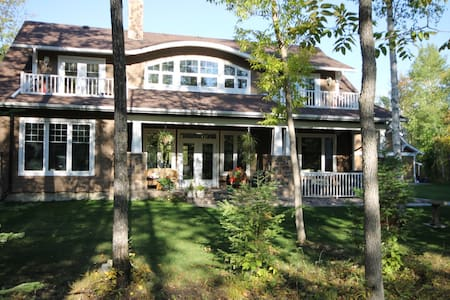 BEAUTIFUL HOME ON GOLF COURSE IN COTTAGE COUNTRY! - Haus
