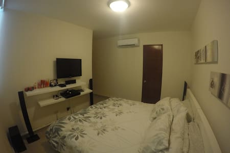Large Room With Private Bathroom - Appartement