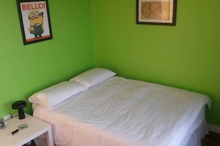 Double Bed+private Bathroom+Balcony+Dublin Centre - Apartment