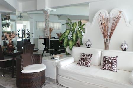 Beachfront Apt. Centrally Located - Apartment