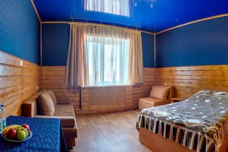 Комнаты в дизайнерском гестхаусе - Chelyabinsk