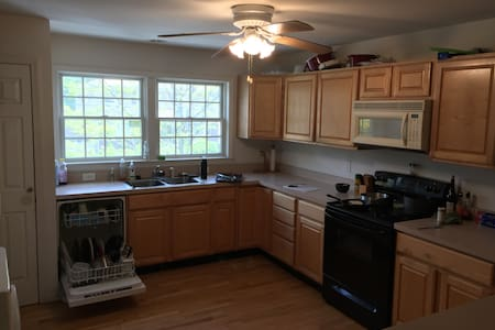 TownHouse with extra space - White Plains