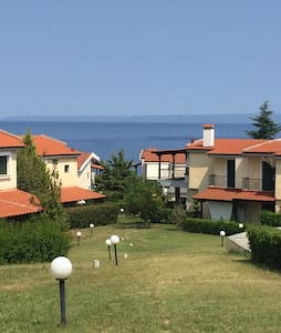 spacious beach house 200m from the beach - Kriopigi - Dom