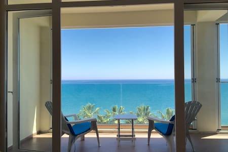 Beautiful seafront apartment - Larnaca