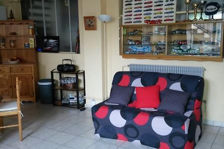 chambre avec cuisine independante et jardin - Brives-Charensac - House