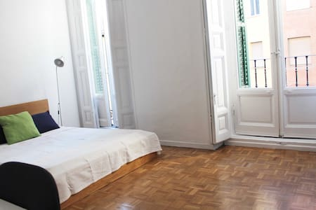 AMAZING ROOM IN THE HEART OF MADRID - Madrid - House