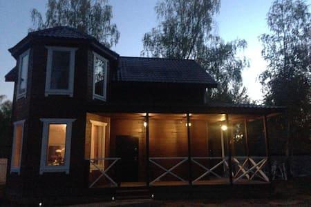 Новый дом в пригороде - House
