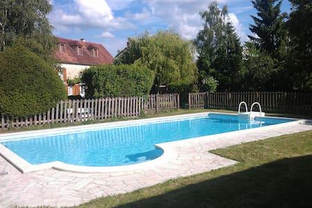Belle demeure avec piscine - House