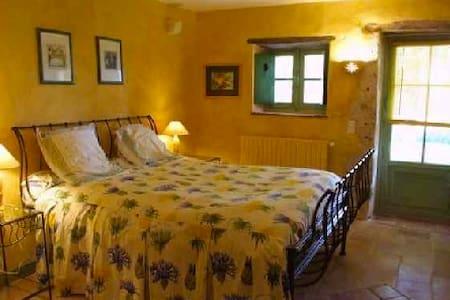 Chambre double privée dans hameau - Saint-Clar - Haus