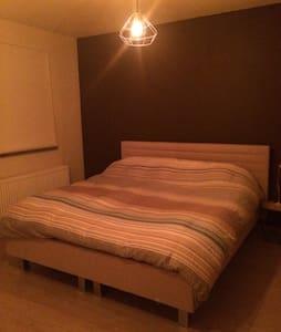 Lovely modern room - House