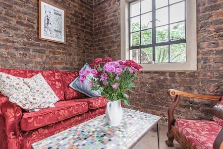 Mountainside Garden Cottage - Johannesburg - House