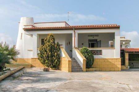 Casa Karibu - House