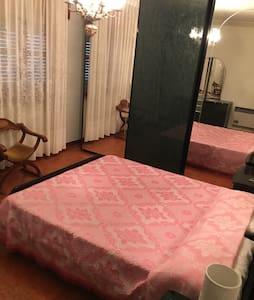 Centrale,pulito,confortevole. 70 mq - Apartemen