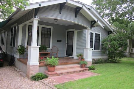 Elm Street Residence - House