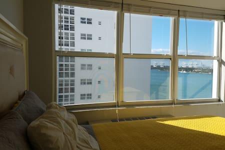 Beautiful Waterfront Condo in Heart of Miami Beach - Miami Beach - Apartment