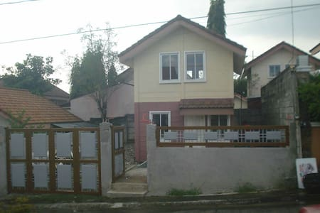 Safe Cozy house and lot for rent. - Casa