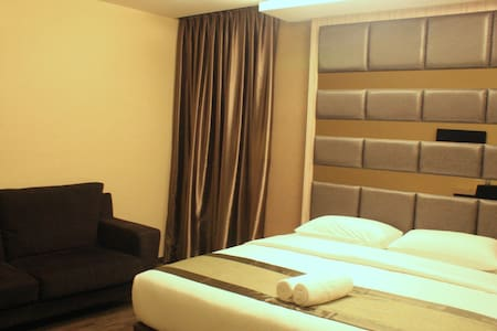 Presidential Suite with Jacuzzi - Kota Tinggi - Bed & Breakfast