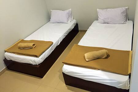 Lunas Homestay Twin Room - Maison