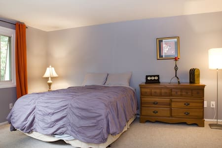 Master Suite  en Room Bathroom- Metro Area - Fios - Montgomery Village - Huis