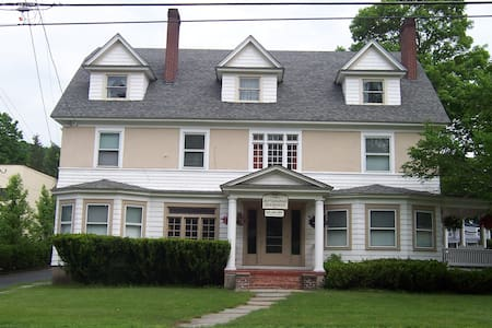 Jeffersonian B&B Sterling - Bed & Breakfast