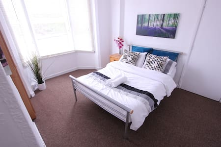 Budget Rooms: 10 Mins Walk to the City Centre - Hus