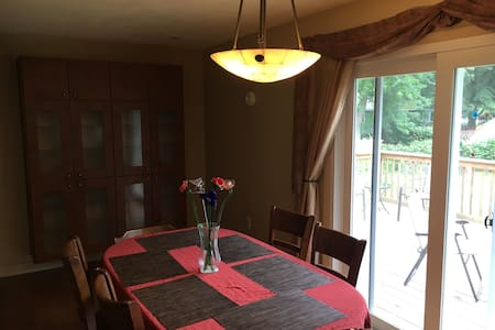 Great House for 8 close to Lake MI! - 一軒家