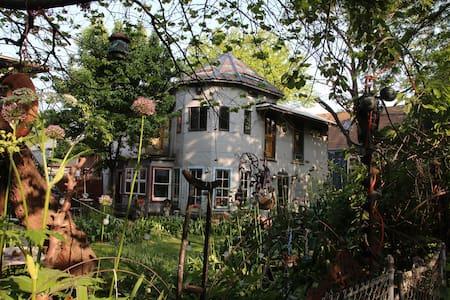 ARTISTIC WONDERLAND GARDEN-South Zen bedroom 1/3 - Dům