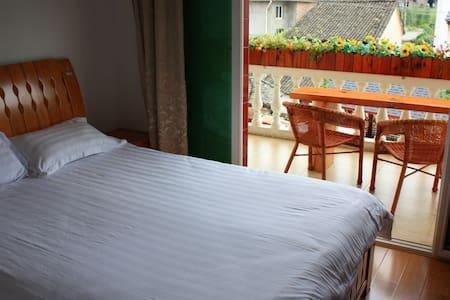 阳台大床房 - Pousada