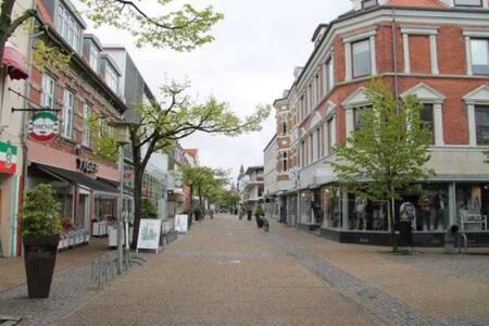 Room downtown +free private parking - Frederikshavn - Apartamento