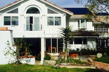 Gorgeous villa with garden/pool - Irvine