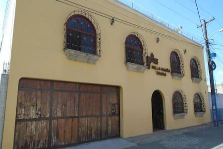 Villa Maria Tours - Antigua Guatemala - Villa