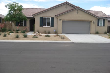 Beautiful new attached apartment! - Indio