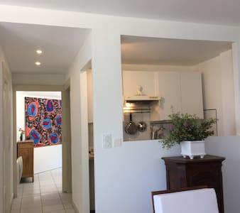 T2 indépendant, calme, lumineux, en Provence - Apartment