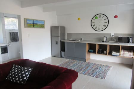 Lovely selfcatering apartment with big courtyard. - Kaapstad - Appartement