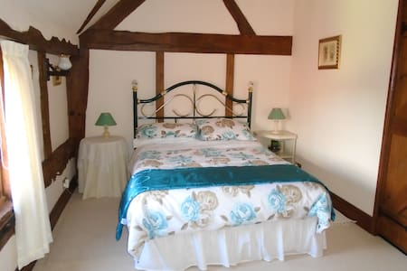 bedroom 2 double room with adjacent bathroom - Worcestershire - Bed & Breakfast