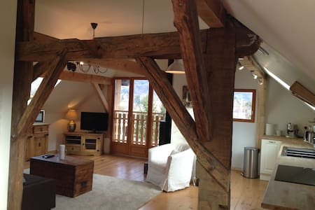 Renovated French Alpine Farmhouse, Two Bed Appt. - Saint-Pierre-en-Faucigny - Wohnung