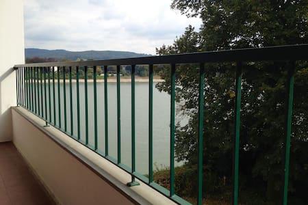 Moderne Ferienwohnung mit Rheinblick und Balkon - Daire