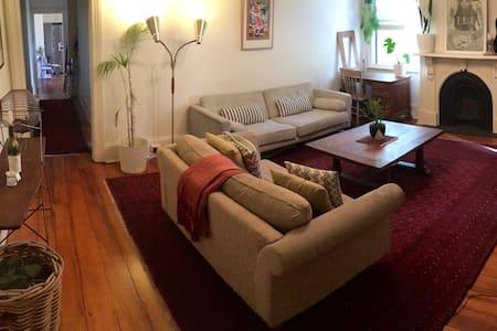 Large Private Room in Funky Apartment!! - Şehir evi
