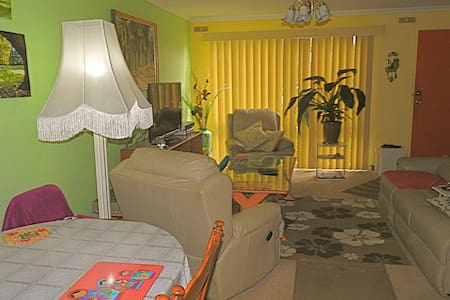 Townhouse with good location - Townhouse