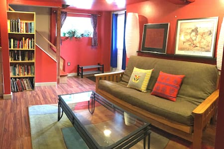 Family Friendly and Centrally Located! - Seattle - House