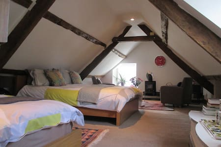 B+B a room that is AWESOM-3 guests. Exeter 15 mins - Pousada