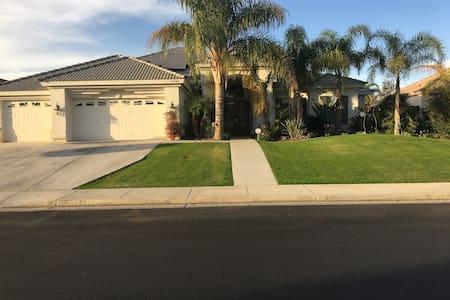 Beautiful home in Rosedale area in quite area - Bakersfield