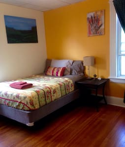 Private Bedroom in Black Rock Neighborhood - Apartamento