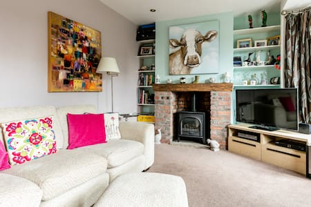 Beautiful Seaside Semi-D Home - Holywood - Casa