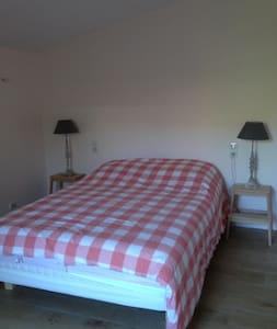 chambre cévennole dans un vieux mas rénové - Lasalle - Hus